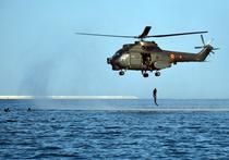 Scafandii militari lansati din elicopter