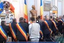 PNL-istii, în genunchi in fata bustului lui Avram Iancu
