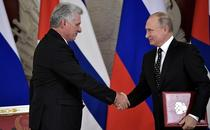 Rusia ofera Cubei un credit pentru echipamente militare