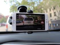 Telefon folosit pentru a filma din masina