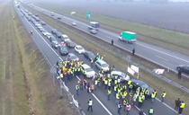 Fermierii polonezi au blocat autostrada A2