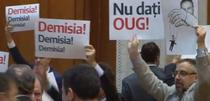 Protest USR la motiune