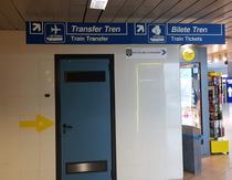 """Indicatoare catre """"tren"""" la Aeroportul Otopeni"""