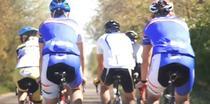 Ciclisti pe traseu
