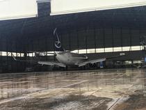 YR-BGH intr-un hangar al aeroportului din Beirut