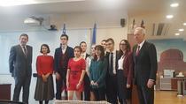 Ambasadorul Hans Klemm şi studenţii
