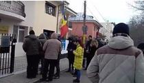 moldovenii fac coada la Iasi pentru a vota