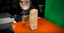 Robotul care joaca Jenga
