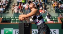 Bianca Andreescu si trofeul de la Indian Wells