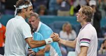 Roger Federer si Denis Shapovalov