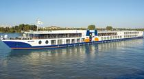 Nava de croaziera Bolero
