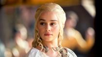 Emilia Clarke (Daenerys din Game of Thrones)