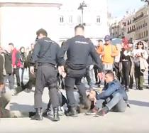 Politisti lovind romi in Madrid
