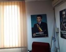 Tablou cu Ceausescu, in biroul unui primar PNL