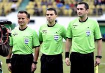 Ovidiu Hategan (centru), delegat la meciul Napoli vs Arsenal