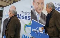Ilie Nastase si panoul lui Basescu