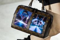 Geanta Louis Vuitton cu ecrane flexibile