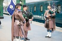 Cantareti la cimpoi la inaugurarea noilor vagoane