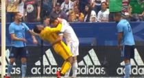 Zlatan Ibrahimovic, duel cu Sean Johnson