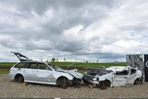 Masinile accidentate de langa metroul de autostrada, sprate de hoti