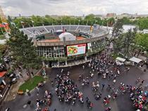Lume in complexul de la Roland Garros