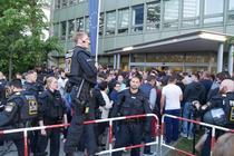 Politia din Munchen, in ajutorul romanilor aflati la coada la vot
