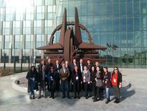 Vizita bursierilor la sediul NATO
