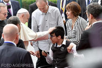 Copil roman binecuvantat de Papa Francisc