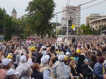 Papa Francisc saluta miile de pelerini la Iasi