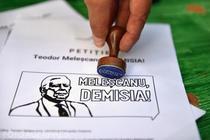 Petitie pentru demisia lui Melescanu