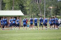 Mirel Radoi si jucatorii echipei Under 21 a Romaniei