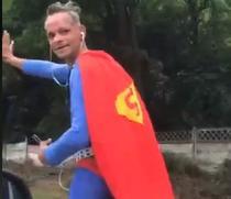 """""""Superman"""" pe sosea"""