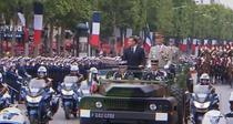 Macron fluierat