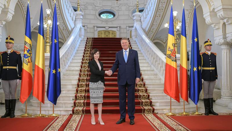 Romania relatii discrete Caru' cu