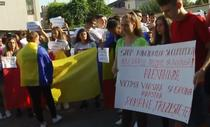 Tineri protesteaza la Caracal