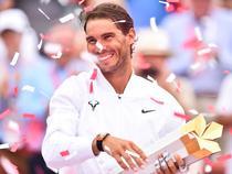 Rafael Nadal si trofeul de la Rogers Cup