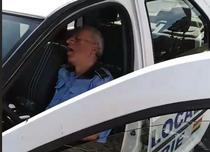 politist local dormind