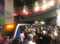 Aglomeratie la metrou