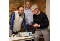 Victor Prisacariu si Tim Cook de la Apple