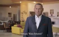 Viorel Catarama prezentand salteaua Iohannis