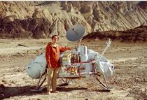 Carl Sagan cu modulul Viking 1
