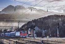 Tren in peisaj montan