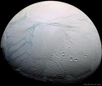 """Enceladus, """"luna"""" lui Saturn"""