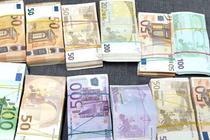 Euro conficați la vama