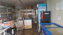 Magazinul cu bauturi alcoolice de lângă școală