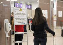 Gel dezinfectant la aeroport