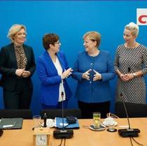 Annegret Kramp-Karrenbauer si Angela Merkel