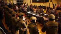 Soldati in Parlamentul din El Salvador