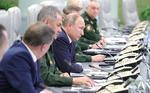 Putin alaturi de generali