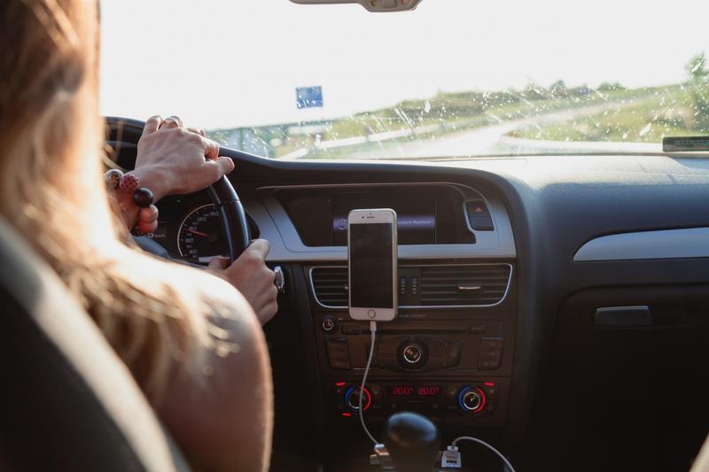 Şoferii, obligaţi să folosească luminile de întâlnire şi pe drumurile naţionale   vipescorte.ro